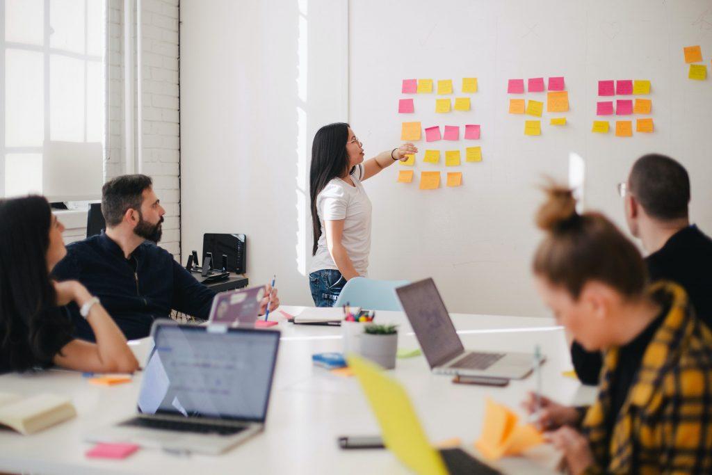 Đánh giá khả năng lãnh đạo tại cấp quản lý giúp doanh nghiệp kịp thời đưa giải pháp nâng cao kỹ năng cho nhân sự.